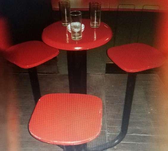 Liquido banquetas altas con mesa