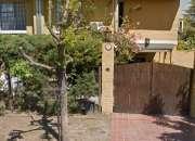 Casa de 3 dormitorios, cochera, jardín y parrillero